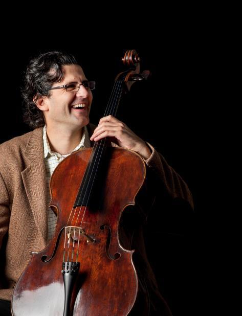"""Amit Peled ha viajado el mundo con el violonchelo de Casals lo que le ha permitido descubrir """"que la gente lo adora"""" en muchos sitios y, donde lo hayan olvidado, """"me encargo de que lo recuerden"""". (Suministrada) (vertical-x1)"""