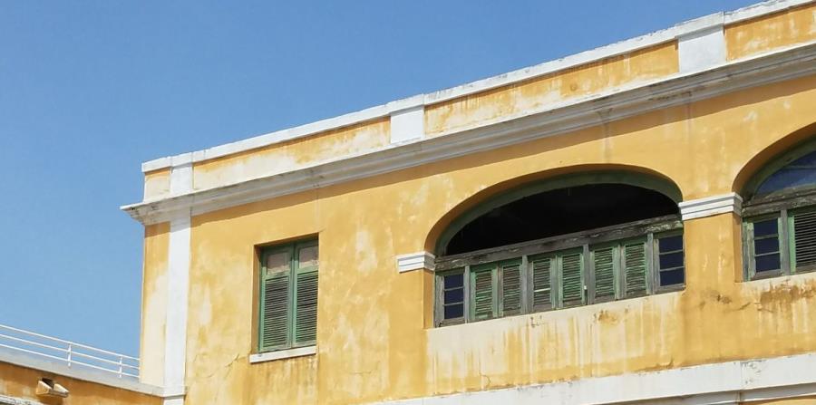 Varios soles truncos de la sede del ICP, en el Viejo San Juan, se destruyeron con el azote del huracán María. (horizontal-x3)