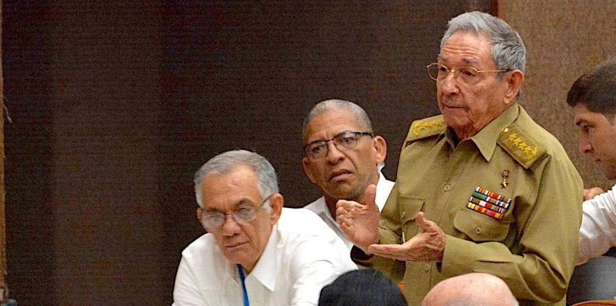 Raúl Castro y Miguel Díaz-Canel encabezan trabajos legislativos en Cuba (horizontal-x3)