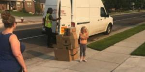 Una niña ordenó $300 en juguetes por Amazon en un descuido de su mamá