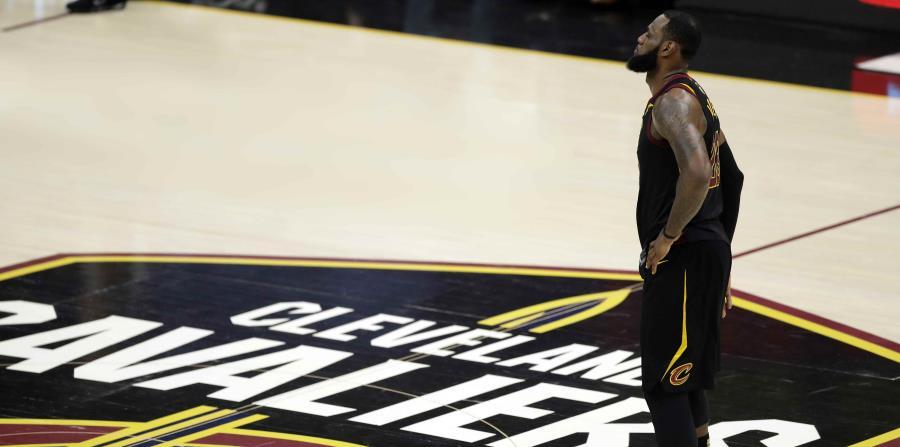 LeBron James, de los Cavaliers de Cleveland, durante uno de los juegos de la final de la NBA. (AP) (horizontal-x3)