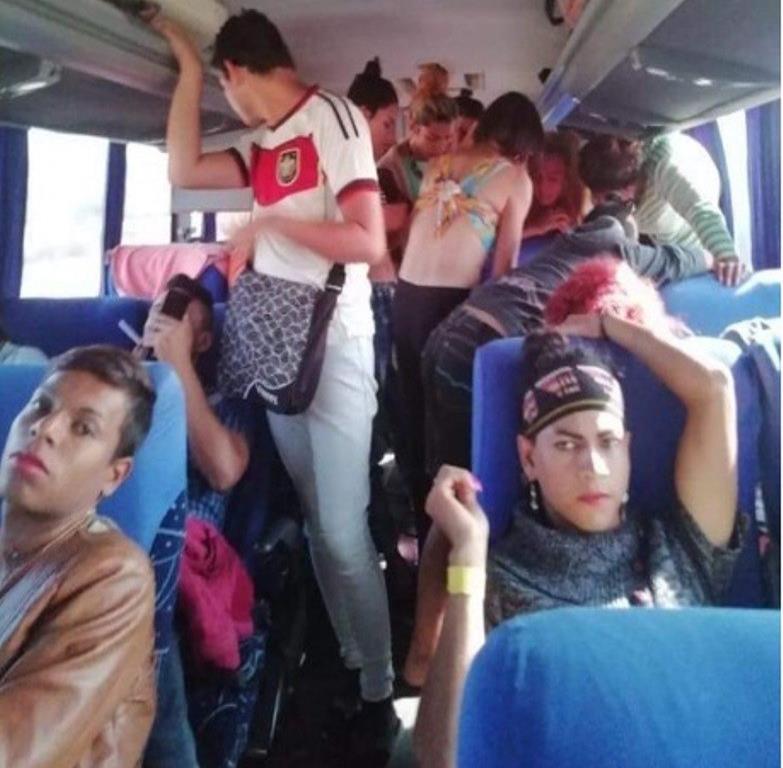 El primer grupo de la caravana de migrantes que llegó a la frontera con EE.UU. pertenece a la comunidad LGBT. (Twitter @AlfredoAlvarezz) (semisquare-x3)
