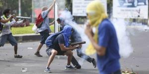 Caos en Nicaragua por violentos disturbios contra reformas del gobierno
