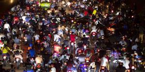 El Rey Charlie y sus seguidores realizaron una masiva caravana en el expreso Martínez Nadal