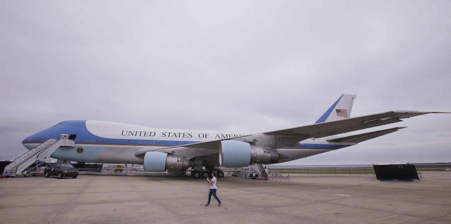 En el viaje lo acompaña la primera dama, Melania Trump, así como la comisionada residente en a Washington, Jenniffer González, como principal figura del gobierno en el Air Force One. (horizontal-x3)