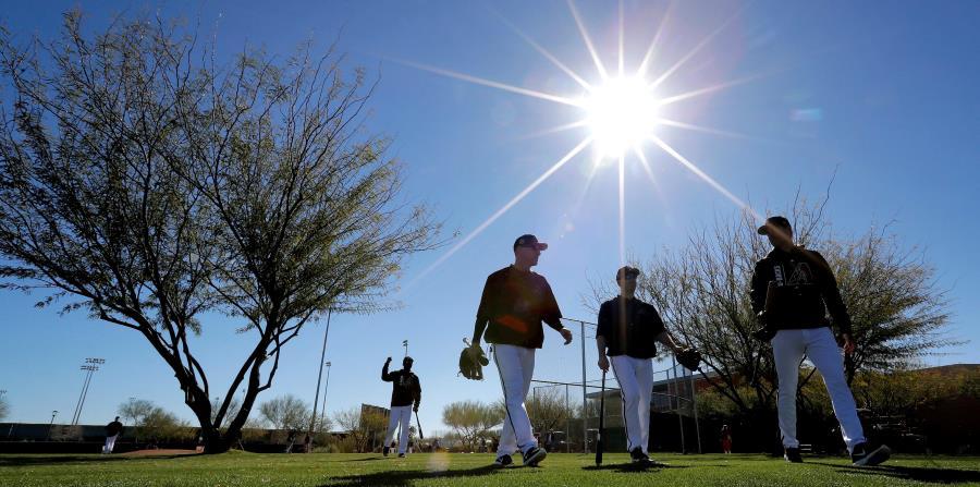 Los lanzadores y receptores son los primeros convocados a los campos de Arizona y Florida. (AP) (horizontal-x3)