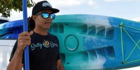 Joven comienza negocio con su pasión por el mar