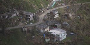 Recorrido aéreo muestra devastación ocho días después del paso de María