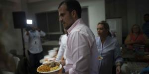 Los Rosselló participan de un almuerzo de Acción de Gracias para personas sin hogar