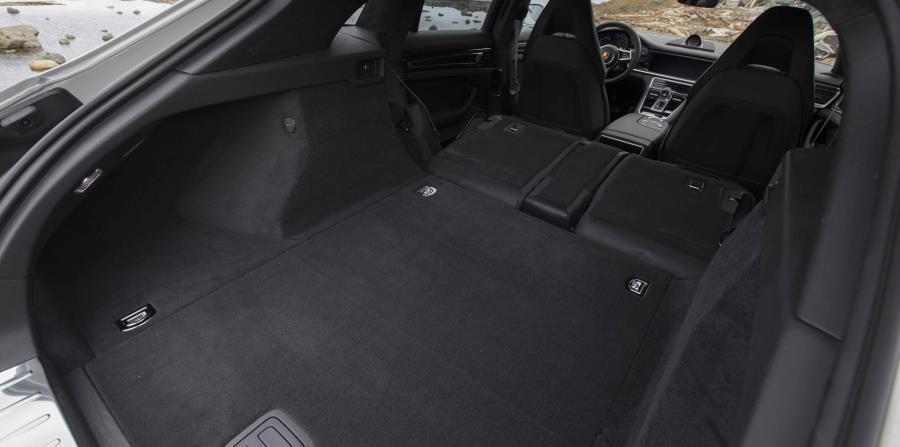 El Panamera Sport Turismo tiene más espacio de carga.