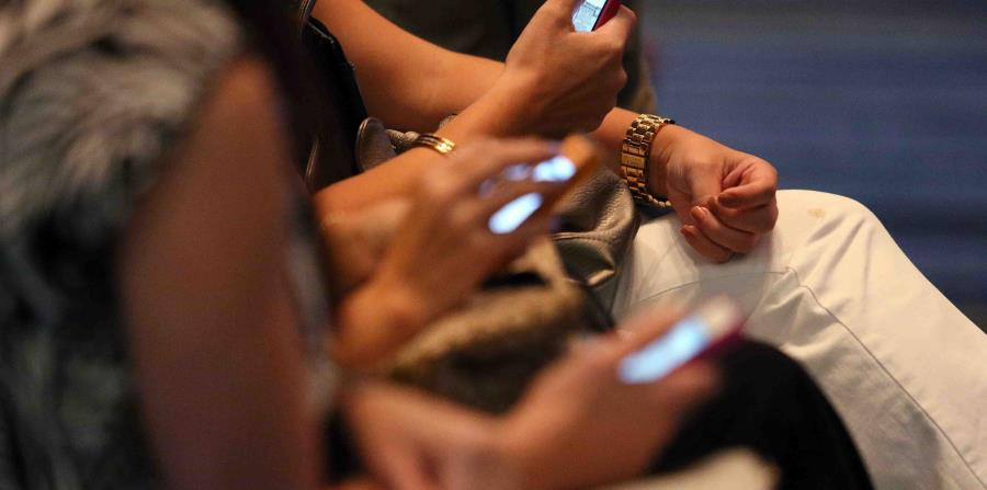 Según la JRT, se han establecido acuerdos entre las empresas Claro, T-Mobile y AT&T para beneficiar a muchos usuarios con servicio de 'roaming' o de comunicación abierta (horizontal-x3)