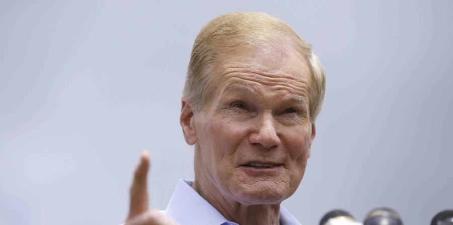 Bill Nelson, senador por Florida, habla afuera del Albergue Temporal de Homestead para Menores no Acompañados. (horizontal-x3)