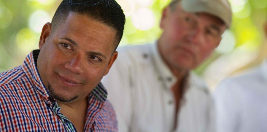 Iván Solís, alcalde de Culebra, junto a Dennis Rivera, presidente de la Fundación para un Mejor Puerto Rico.