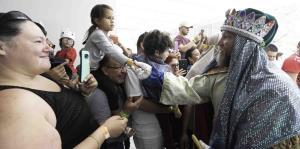 Los Reyes Magos de Juana Díaz comparte con niños en el Museo de Arte de Ponce
