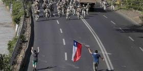 Tres muertos tras incendios de supermercados por disturbios en capital de Chile