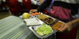 Educación dona 110,000 libras de alimentos adquiridos para comedores escolares