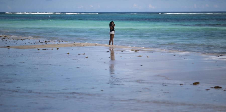 La playa se distingue por el turquesa de sus aguas.