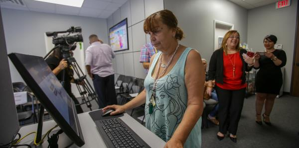 Abre el primer centro de servicios de Prfaa en Florida