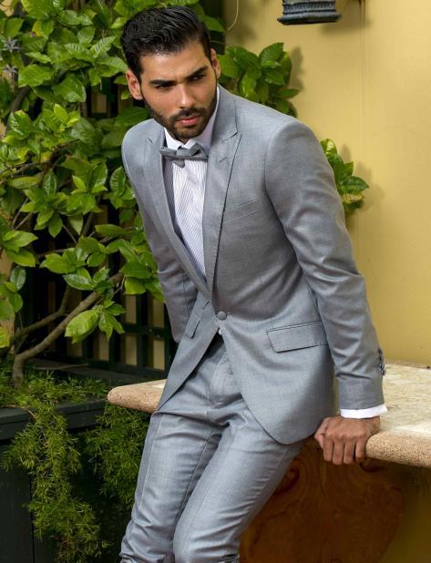 Hombre con moda masculina de etiqueta. (vertical-x1)