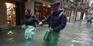 Venecia se prepara para otro aumento de la marea