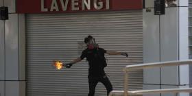 Manifestantes en Hong Kong se enfrentan a las autoridades