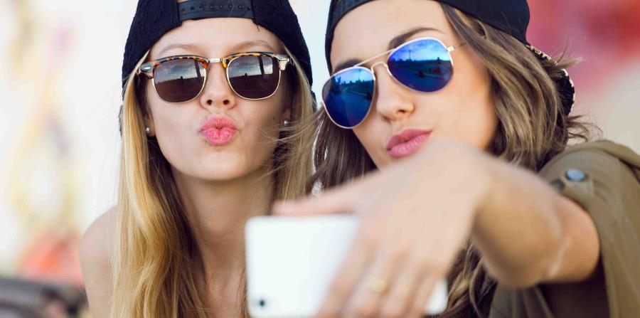 Amigas tomando selfie