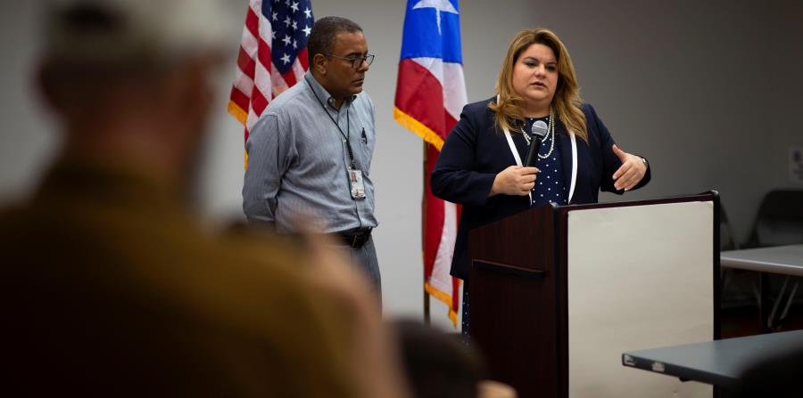 """El coordinador federal de FEMA en Puerto Rico, Justo """"Tito"""" Hernández, se reunió ayer en las oficinas de FEMAA en la isla con la comisionada residente, Jenniffer González. (horizontal-x3)"""