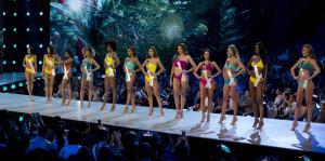 El desfile en traje de baño en la preliminar de Miss Universe 2018