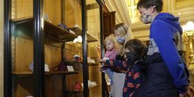 Inauguran exposición de mascarillas en Praga