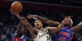 Los Bucks domina a los Pistons con 33 puntos de Antetokounmpo