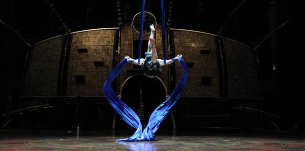 Un acróbata de Cirque du Soleil muere al caer de 20 pies de altura