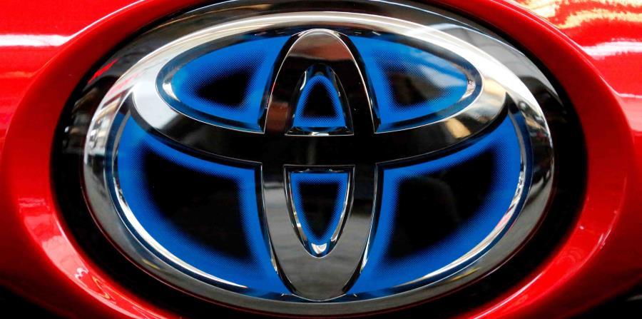 El logotipo de Toyota en el maletero de un Prius durante un evento en la ciudad de Pittsburgh, Pensilvania. (horizontal-x3)
