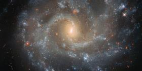La NASA capta una asombrosa imagen de una galaxia brillante