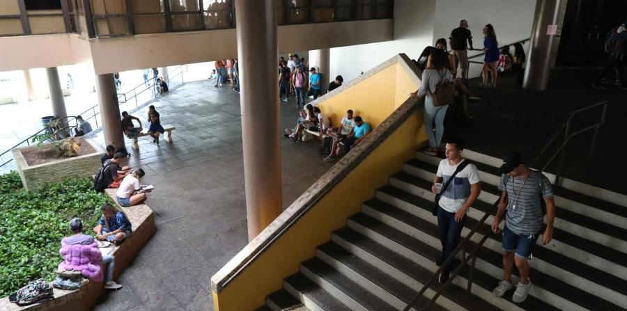 La administración de la UPR Arecibo informó que 100 estudiantes necesitan alimentos y 87 lo perdieron todo. (horizontal-x3)