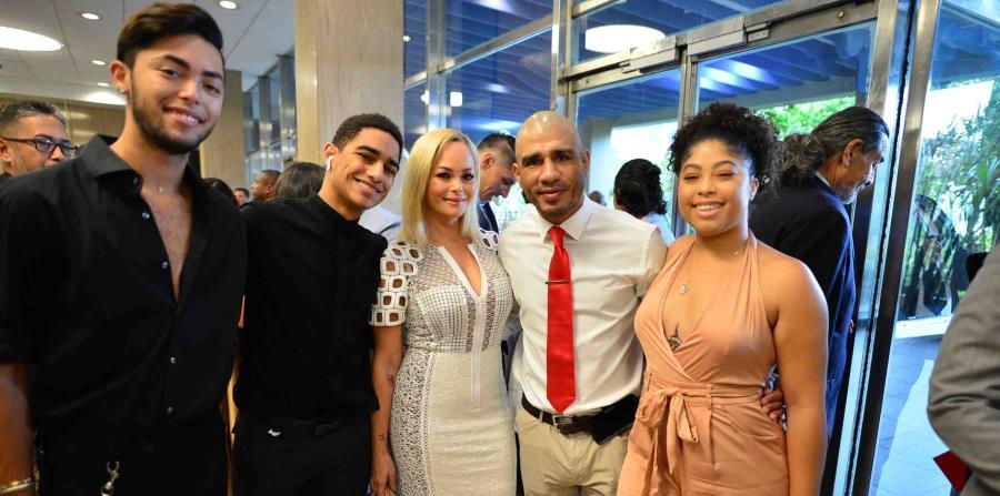 Miguel Cotto asistió ayer, domingo, a la Premiación Olímpica del Copur junto con toda su familia. (horizontal-x3)