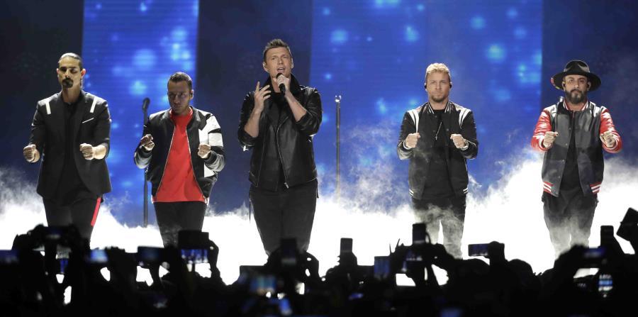 Kevin Richardson, Howie Dorough, Nick Carter, Brian Littrell y AJ McLean durante una presentación en junio en Nashville. (AP) (horizontal-x3)