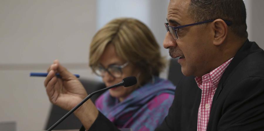 In the picture Senator Abel Nazario. (horizontal-x3)