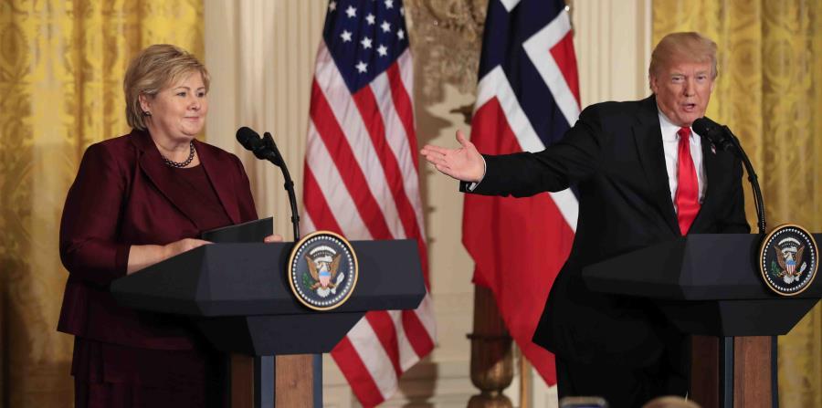 A la izquierda la primera ministra noruega Erna Solberg, acompañada del presidente de Estados unidos Donald Trump, a la derecha (horizontal-x3)