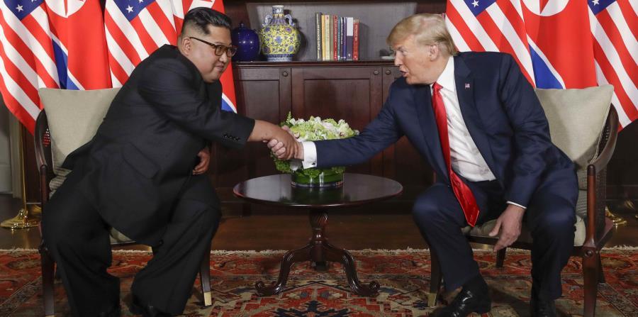 El presidente estadounidense, Donald Trump, y el líder norcoreano, Kim Jong-un pactaron el pasado martes la suspensión de las maniobras militares. (AP) (horizontal-x3)
