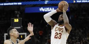 James es el jugador más joven en alcanzar los 30,000 puntos en la NBA