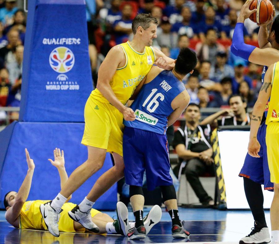 La FIBA abrió un procedimiento disciplinario y ha emitido este jueves la decisión de suspender a diez jugadores y dos entrenadores de Filipinas, y a tres jugadores australianos por