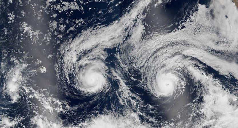 El último efecto Fujiwhara se dio en julio de este año, con los fenómenos Irwin y Hilary. (horizontal-x3)