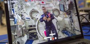 Joseph Acabá conversa con estudiantes boricuas desde el espacio