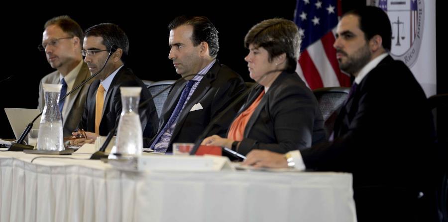 Los miembros de la Junta de Supervisión Fiscal durante una de las sesiones. (GFR Media) (horizontal-x3)