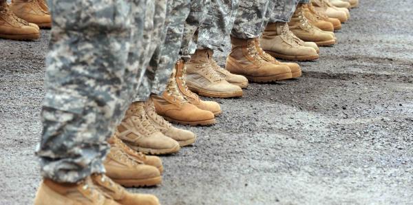 Militares estadounidenses están confinados en una base japonesa