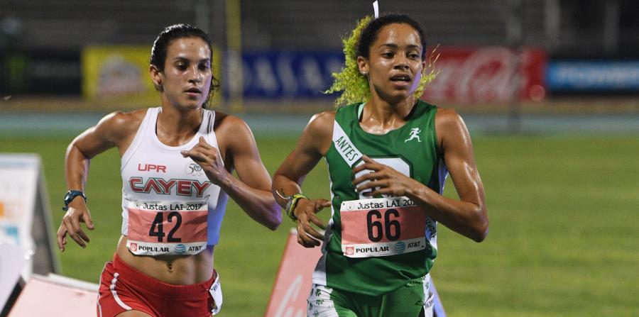 Angelin Figueroa, de la UPR en Cayey y Ashey Laureano del Colegio en el evento de 10,000 metros femenino. (horizontal-x3)