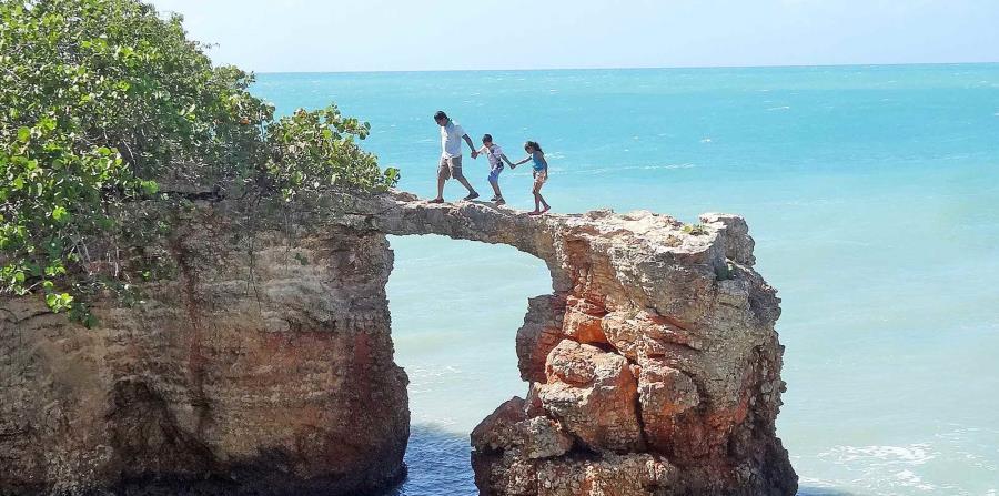 Puente de Piedra, en Cabo Rojo. Foto: Piccolomondopr.com