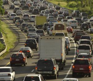 Se registra gran congestión vehicular en la zona metropolitana