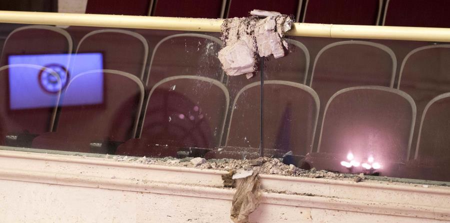 Senado reanuda sesión tras colapsar el techo del hemiciclo | El ...