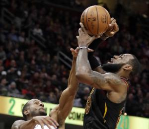 Los Warriors dejan a los Cavaliers en crisis